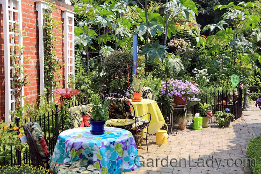 Speaking of color - this gardener (this garden also seen on a GWA annual symposium) was brilliant in using the colorful table cloths to create a garden room out of an area that might have otherwise been a corridor.